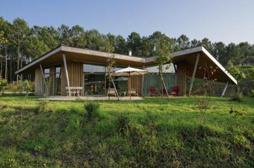 Vue Exterieure Lodge En Bois Avec Terrasse Les Echasses